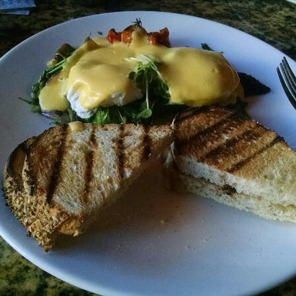 Eggs And Greens @ Vines Restaurant & Bar