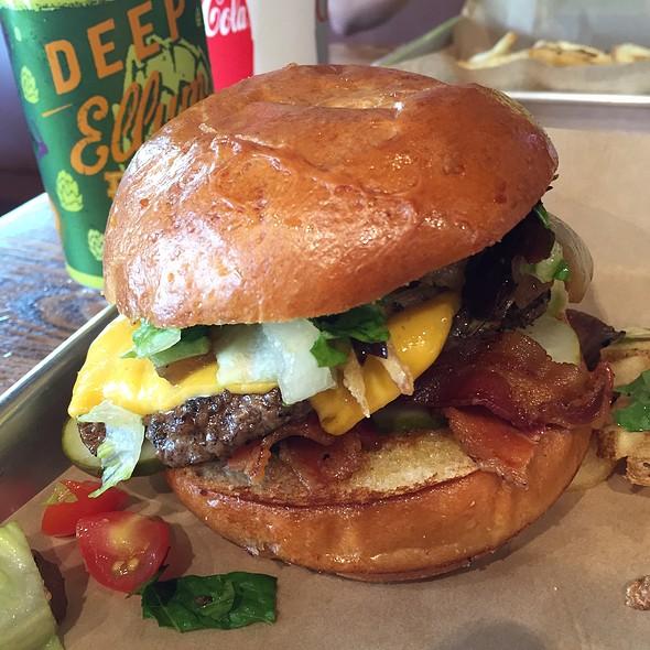 Burger @ Dugg Burger