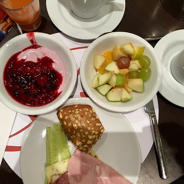 Breakfast @ Leonardo Royal Hotel Munich