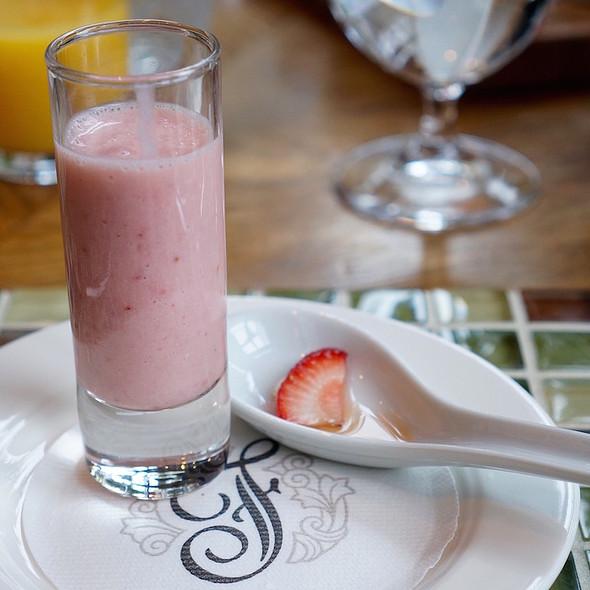 Breakfast amuse bouche –strawberry banana smoothie, honey strawberry @ The Fairmont Chateau Whistler Resort