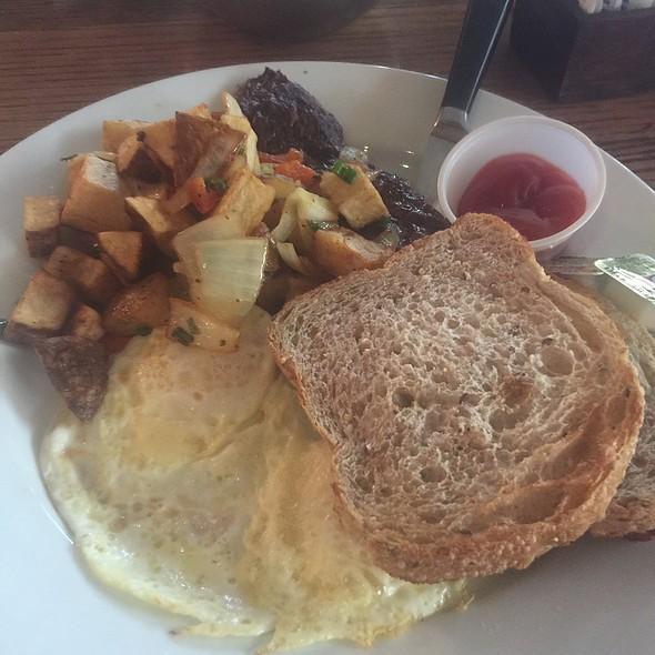 Skirt Steak and Eggs @ Balans Restaurant