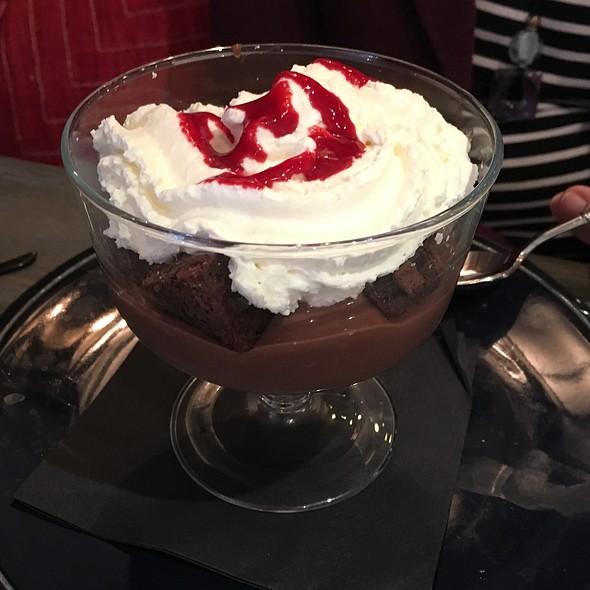 Chocolate Brownie Pudding Sundae @ 121