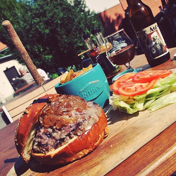 Kapca Burger Composition And The View @ Kapca Kávézó-Bisztró