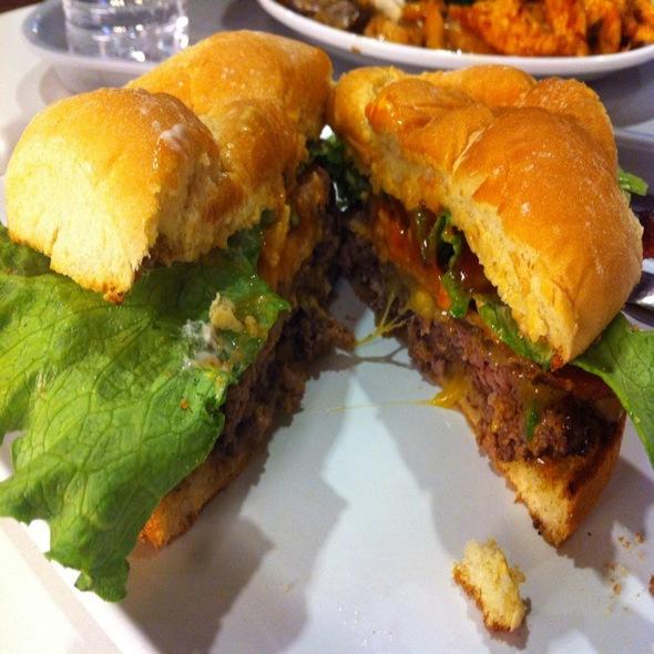 Bacon Cheeseburger Royale @ Bistro Burger