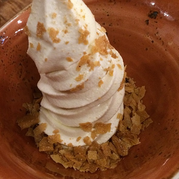 Kalamansi & Marshmallow Cream Soft Serve Swirl @ Pig And The Lady