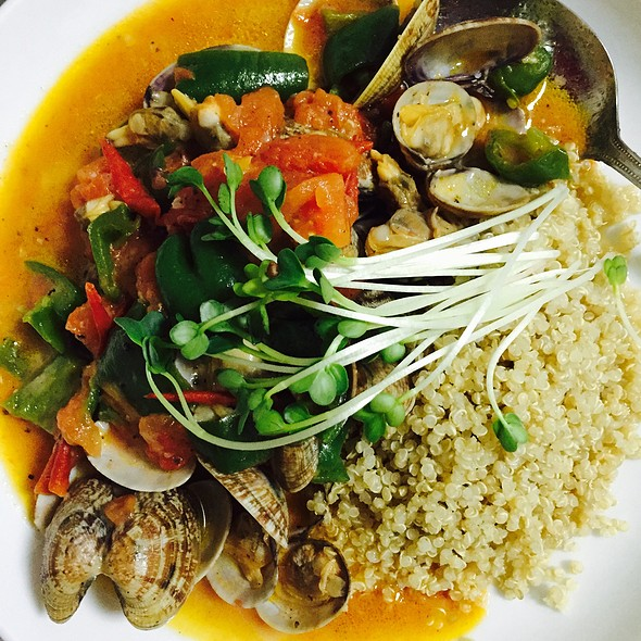 Quinoa With Clams, Tomatos, Green Peppers, Garlic, And Olive Oil