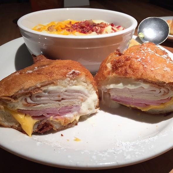 Monte Cristo @ Cheddar's Casual Cafe