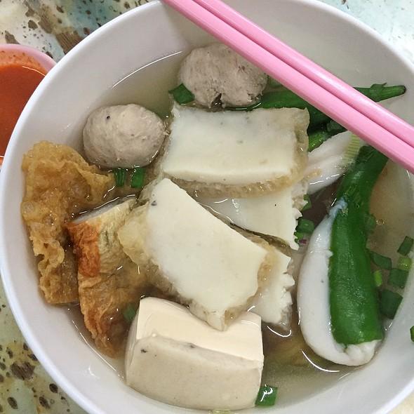 Niang Dou Fu Soup 酿豆腐汤  @ 新源丰茶餐室 Kedai Kopi Sun Yuan Foong