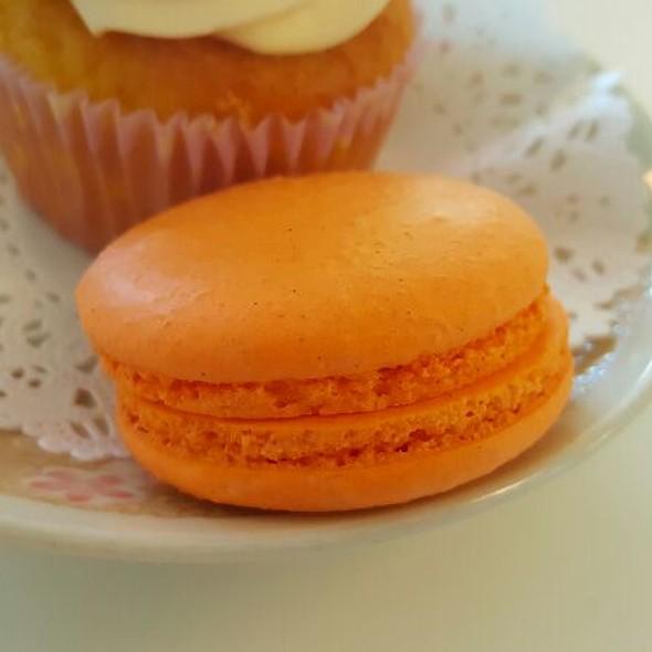 Pumpkin Cream Cheese Macaron