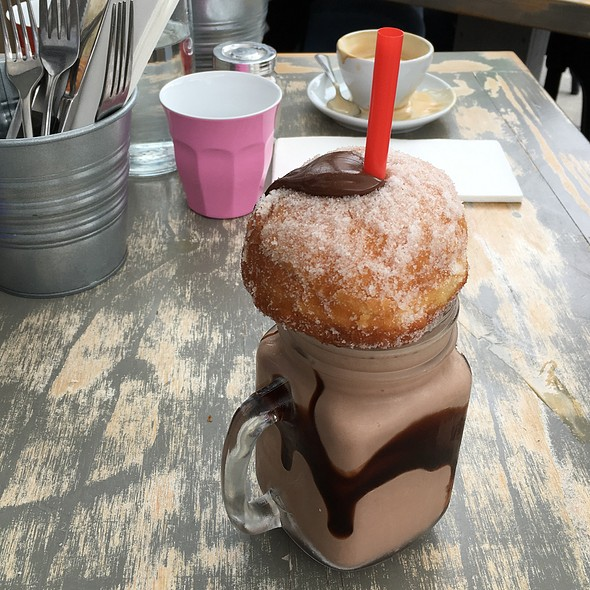 Tella Ball Shake @ Foodcraft Espresso & Bakery