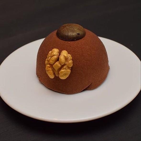 Hazelnut and chocolate cake @ Deseo Nowy Świat