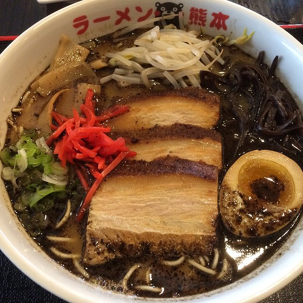 Mayu Ramen, Pork Bone Soup with Mayu Oil (Dark Roasted Leek with Crushed Garlic OIl), Topped with Roasted Pork (Charshu), Bamboo Shoots, Bean Sprouts, Kikurage Mushrooms, Chopped Scallion and Seasoned Boiled Egg @ Kumamoto ramen