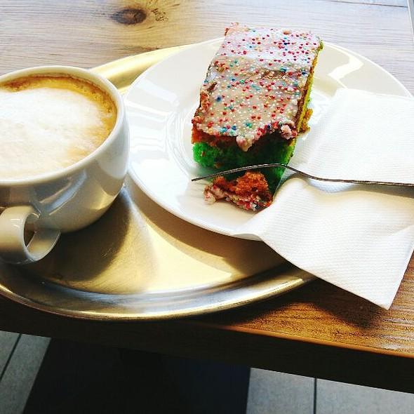 Cappuccino @ Wiener Feinbäckerei