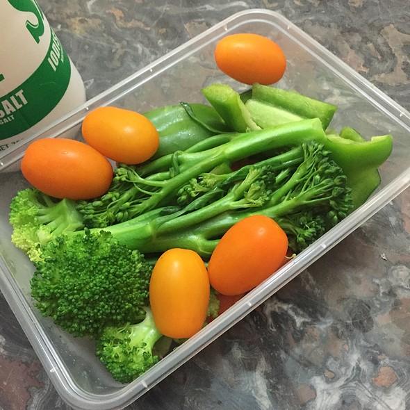 Standard Work Lunch - Broccoli, Broccolinj, Tomatos, Cauliflower, Carrot, Capsicum