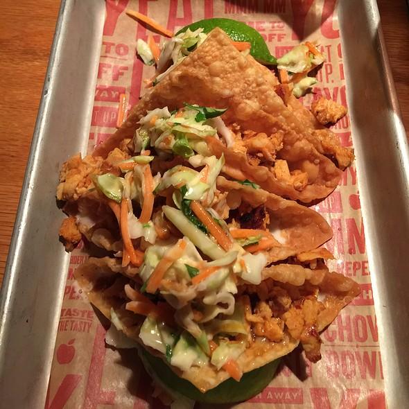 Grilled Chicken Wontons Tacos @ Applebee's