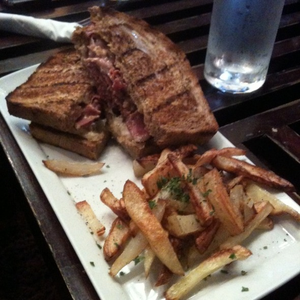 Reuben Sandwich @ Axis Cafe