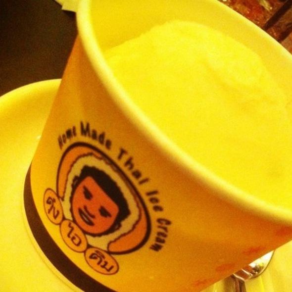 Thai Coconut Milk Ice Cream @ ดุ๋ง เด้ง ได้ | Doong Deng Dai