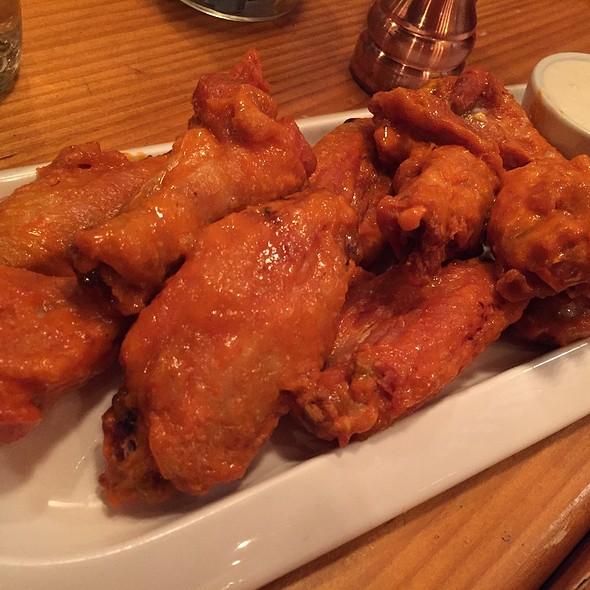 Buffalo Wings @ Cooper's Mill