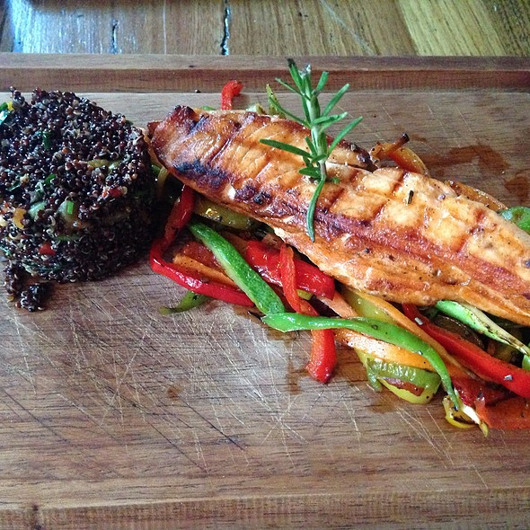 Grilled Salmon With Quinoa