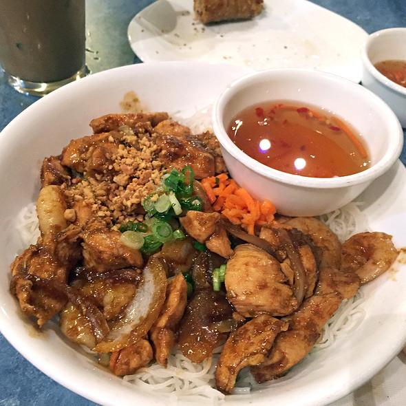 Fried Chicken with Lemon Grass and Shrimp @ Thien Vietnam Restaurant