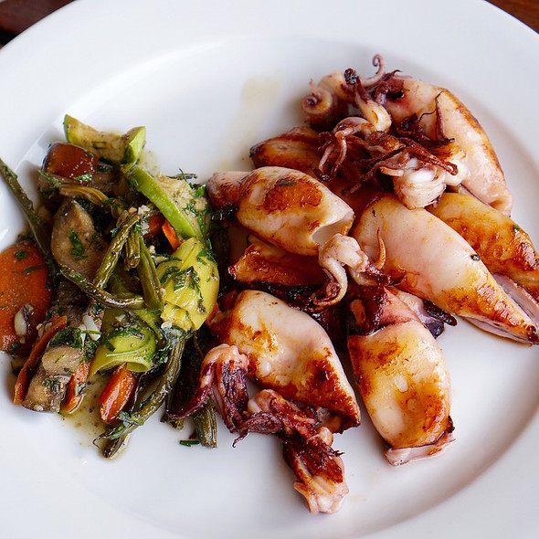 Grilled squid with charred green beans, carrots, leeks @ La Huella