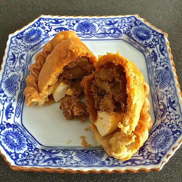 Curry Puff @ Tip Top The Puff Factory (Blk 722 Ang Mo Kio Ave 8)