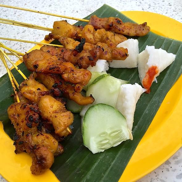 Chicken satay @ Makansutra Gluttons Bay