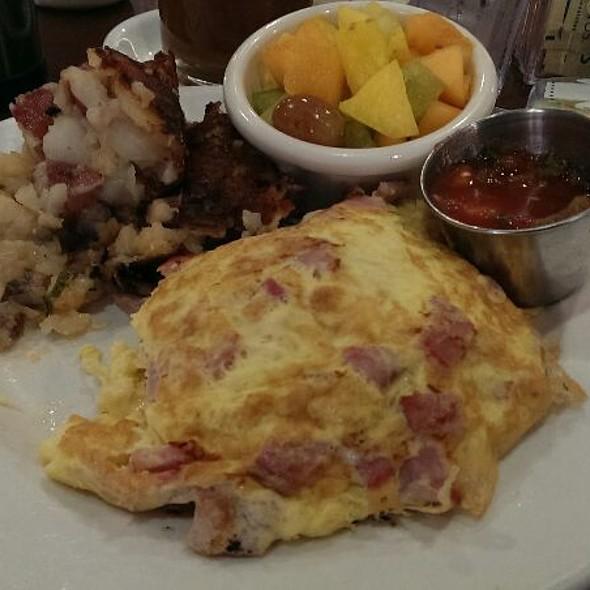 Luke's Omelet @ Sunrise Bistro