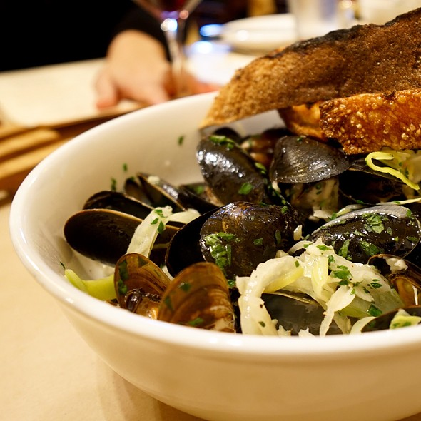 """Mussels @ 'the girl & the fig"""""""