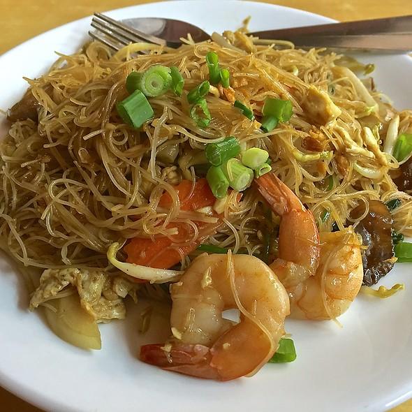 Thai Style Fried Bee Hoon @ Nakhon Kitchen (AMK Ave 10)