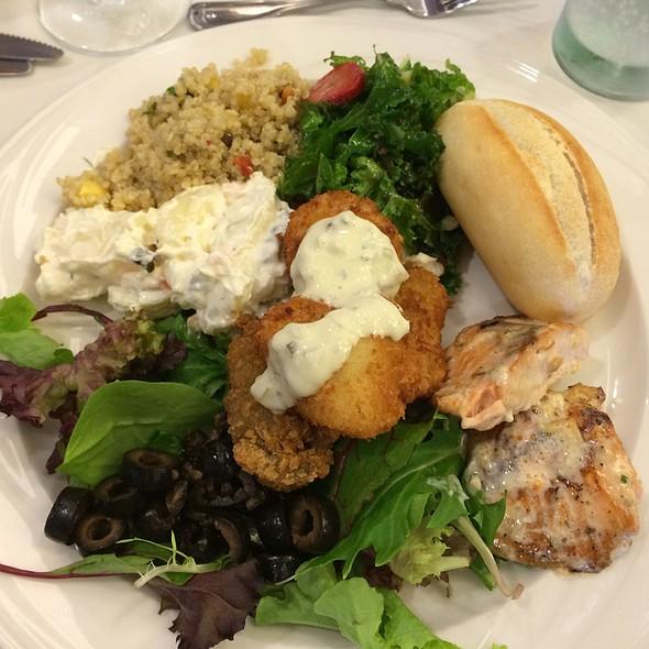 Christmas Lunch Buffet @ Waialae Country Club