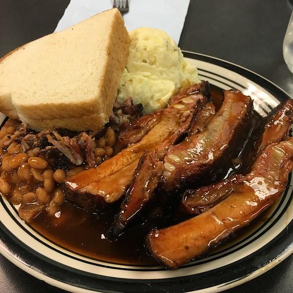 Rib Plate @ Daddy D's BBQ
