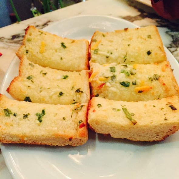 Tiny T's Southern Garlic Cheese Bread