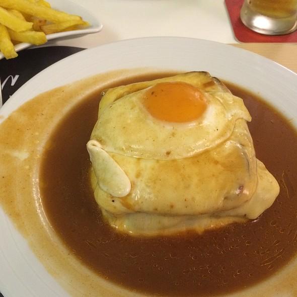 Francesinha @ Cufra Grill