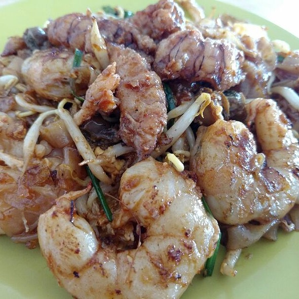 Char Kway Teow (Malaysian Style Fried Rice Noodles With Prawns, Chinese Sausage and Bean Sprouts) @ Ah Leng Char Koay Teow