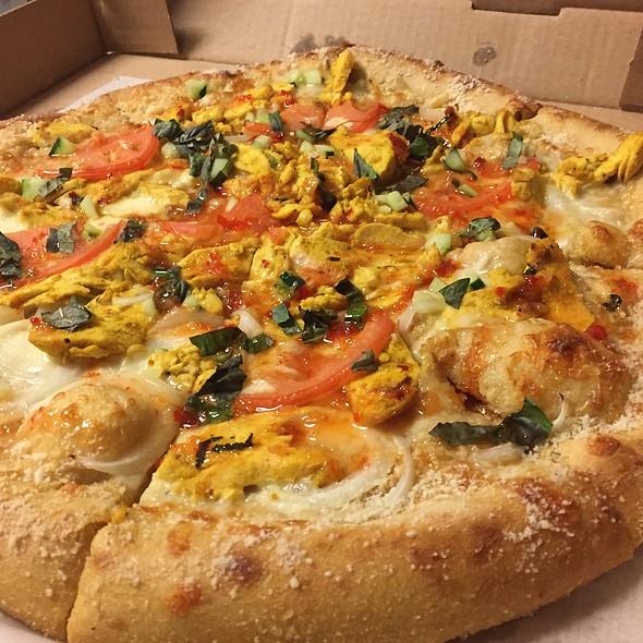 Thai Dye Pizza @ Mellow Mushroom Pizza Bakers