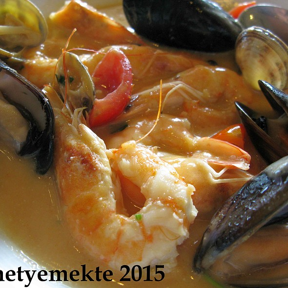 Mussels in White Wine Sauce @ Agioli Taverna