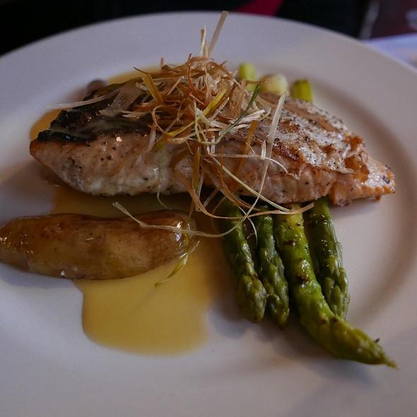 Salmon @ Les Halles