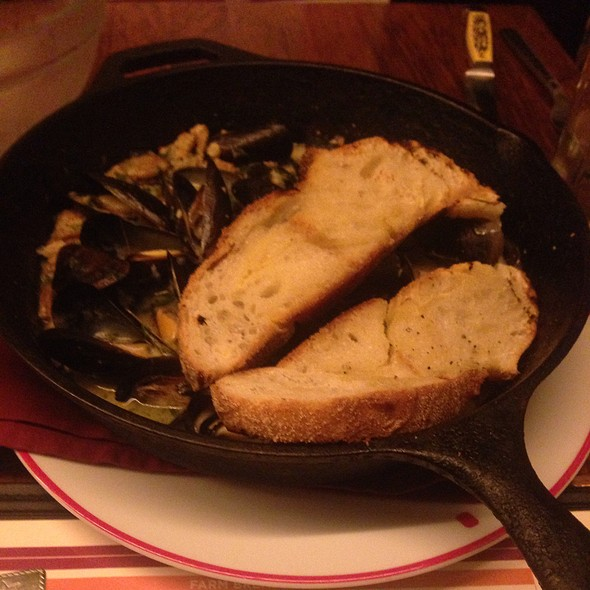 Spicy Sausage Pei Mussels