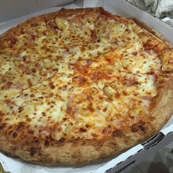 Tuscan Six Cheese Pizza With Ham, Pineapple & Onions @ Papa John's Pizza