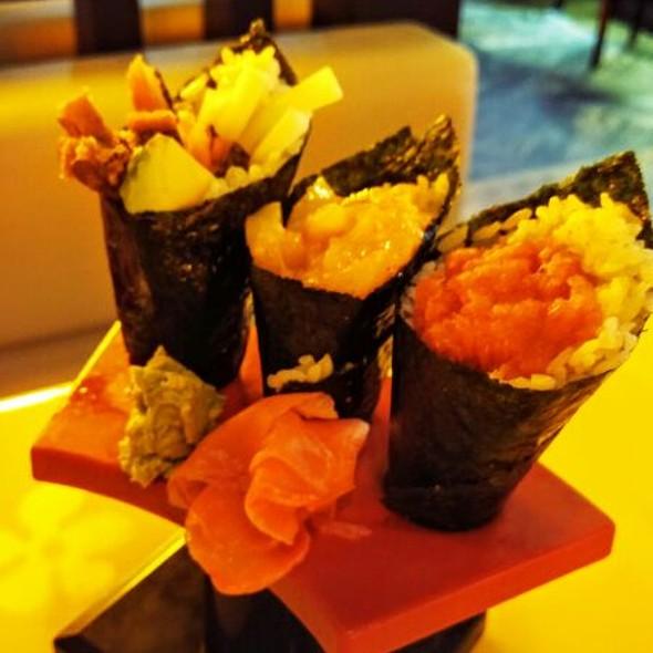 Akasaka japanese restaurant lounge menu houston tx for Akasaka japanese cuisine