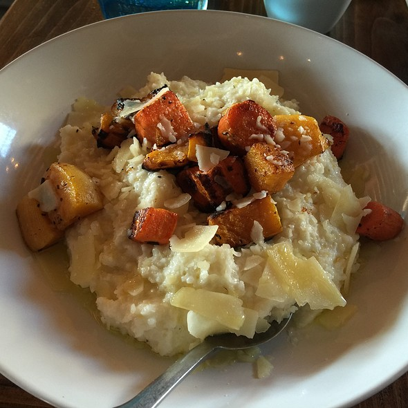 Cheesy Grits And Roasted Vegetables @ Peckish Pig