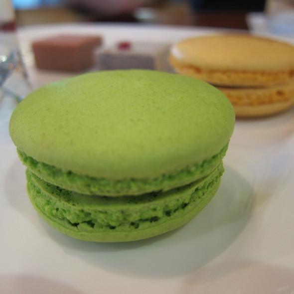 pistachio macaron @ Satura Cakes