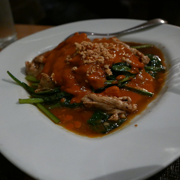 Chicken With Peanut Sauce And Spinach