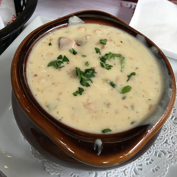 New England Clam Chowder - Bear Republic Brewing Company - Healdsburg, Healdsburg, CA