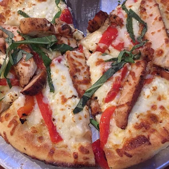 Herb Chicken Pizza