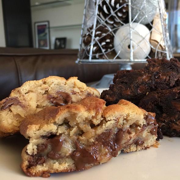 Chocolate Chip & Walnut Cookie @ Levain Bakery