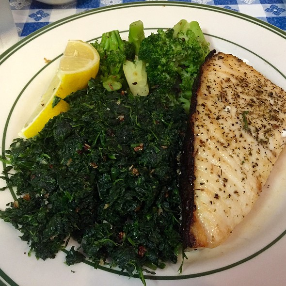 Grilled Halibut With Spinach And Broccoli