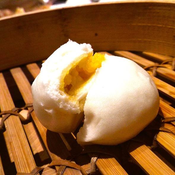 Golden Lava Salted Egg Yolk Bun @ Din Tai Fung