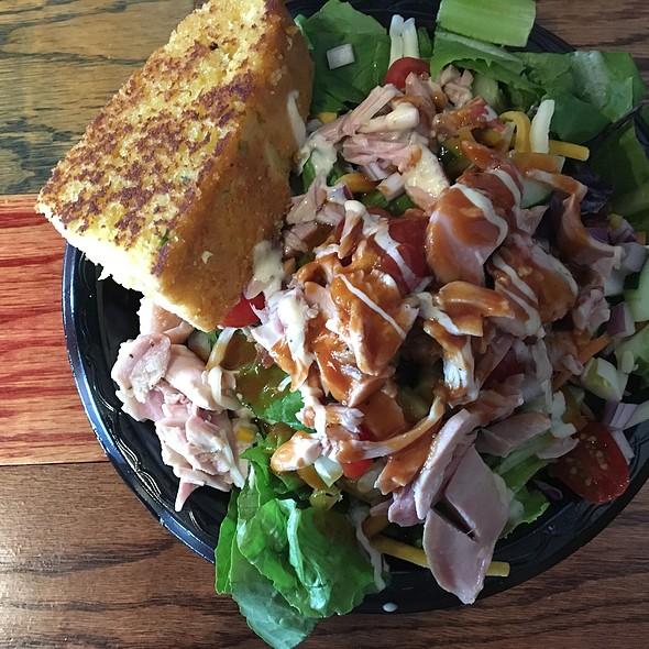 Moe's Salad With Chicken @ Moe's Original Bbq
